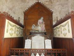 Eglise Saint-Hilaire - English: Lesperon (Landes) église, pietà monument aux morts