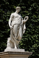 Ancien moulin à vent -  Une statue dans le jardin des Tuileries à Paris. Antoine André - Flore Farnèse.
