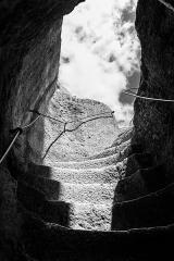 Ancien château - Français:   Entrée du Château de Gavaudun par la grotte
