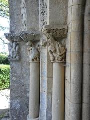 Eglise Saint-Sardos de Laurunque - Français:   Église Saint-Sardos de Laurenque, commune de Gavaudun (47). Chapiteaux de l\'ébrasement gauche du portail occidental.