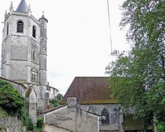 Tour - Français:   Hautefage-la-Tour - La tour et l\'église Notre-Dame