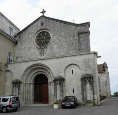 Eglise Saint-Martin - Façade occidentale de l'église Saint-Martin de Layrac (47).