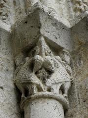 Eglise Saint-Martin - Façade occidentale de l'église Saint-Martin de Layrac (47). Détail sculpté.