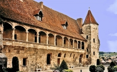 Ancien château de Henri IV - This building is indexed in the Base Mérimée, a database of architectural heritage maintained by the French Ministry of Culture,under the references PA00084192   and classe .