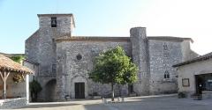 Eglise Saint-Nicolas - Français:   Vue méridionale de l\'église Saint-Nicolas de Pujols (47).
