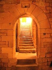 Château de Bonaguil - Français:   porte à l'intérieur du donjon avant la salle d\'armes