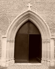 Eglise Sainte-Livrade - Français:   Le portail de l\'église de Sainte Livrade