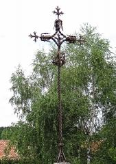 Croix de chemin, en fer forgé - Français:   Sauveterre-la-Lémance - Croix de chemin