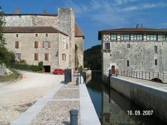 Moulin de Lustrac - Français:   Écluse de Lustrac dans le Lot-et-Garonne, château et moulin de Lustrac (France).