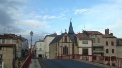 Chapelle de Notre-Dame de Grâce et de Toute-Joie - Français:   Cette Chapelle aussi nommée La Chapelle du Bout du Pont elle doit son nom de Toute Joie de part la légende qui ont permis sa construction. Vue du pont.