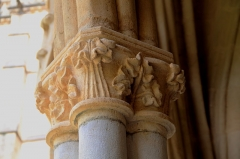 Cathédrale Notre-Dame - Colonne du cloître de la cathédrale Notre-Dame de Bayonne