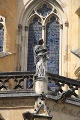 Cathédrale Notre-Dame - sculpture sur la façade de la Cathédrale Notre-Dame de Bayonne