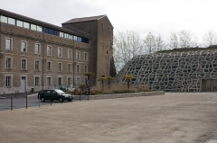Château-Neuf -  Barracks converted into class , and the building of lecture halls built to install the University of the Adour.