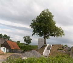 Fortifications -   A new access, badly integrated, will allow to climb up to the slope.
