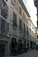 Hôtel de Belzunce - English:  This building later rebuilt mask the oldest parts of the hotel of Belzunce remarkable for its courtyard and staircase on Italian construction style.