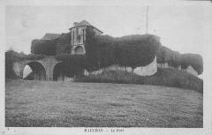 Vieux Château de Mauléon - English: The castle of Mauléon-Licharre circa 1930 (Pyrénées-Atlantiques, France).