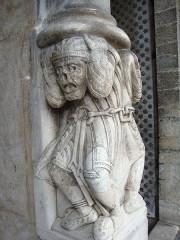 Eglise Sainte-Marie - English: Oloron-Sainte-Marie (Pyr-Atl) détail support porche Cathedrale-Ste Marie