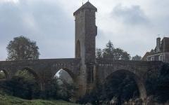 Vieux Pont - English:  Old bridge in  Orthez