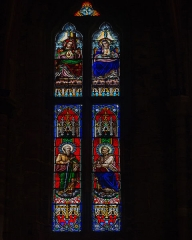 Eglise de l'Assomption de la Vierge -  Stained glass window, at the top Jesus and Mary under the crossing of the Apostles St. Paum and St.  Peter.