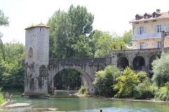 Vestiges d'un ancien pont - Français:   Pont de la Légende - Sauveterre de Bearn