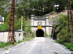 Tunnel de Pau-Canfranc - English: International railway tunnel on the Spanish border. This is the Spanish south portal. The line is not in use, but is not officially closed. Is used for emergency access to the new road tunnel close by.