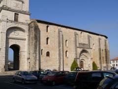 Eglise Saint-Vincent - L'église Saint-Vincent d'Urrugne (Pyrénées-Atlantiques, Aquitaine, France).