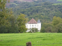 Château d'Etchaux - This building is indexed in the Base Mérimée, a database of architectural heritage maintained by the French Ministry of Culture,under the reference PA00084547 .