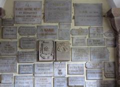 Eglise Saint-Pierre-et-Paul dite Sainte-Richarde -  Alsace, Bas-Rhin, Andlau, Église Saints-Pierre-et-Paul dite Sainte-Richarde (PA00084587, IA00115010).  Crypte romane, Ex-votos.