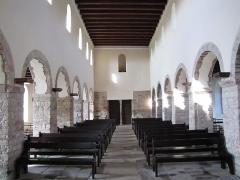 Eglise Dompeter -  Alsace, Bas-Rhin, Avolsheim, Molsheim, Église Saint-Pierre dite Dompeter (PA00084594, IA67006175).  Vue intérieure de la nef vers la porte d'entrée principale.