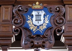 Eglise protestante -  Alsace, Bas-Rhin, Barr, Église protestante Saint-Martin (PA00084598, IA00115060).  Blason de la Ville de Barr sur la tribune d'orgue.