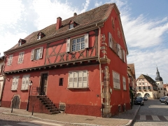 Maison - This building is inscrit au titre des monuments historiques de la France. It is indexed in the base Mérimée, a database of architectural heritage maintained by the French Ministry of Culture,under the references PA00084606   and IA00023519 .