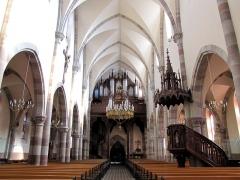 Eglise catholique Notre-Dame -  Alsace, Bas-Rhin, Église Notre-Dame de l'Assomption de Bernardswiller (PA00084612, IA00023770).   Vue intérieure de la nef vers la tribune d'orgue.