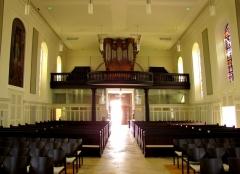 Eglise protestante -  Alsace, Bas-Rhin, Église protestante de Notre Seigneur Jésus-Christ de Bischheim (PA00084621).  Vue intérieure de la nef vers la tribune d'orgue.