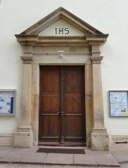 Couvent de Bischenberg (église catholique Notre-Dame) -  Alsace, Bas-Rhin, Bischoffsheim, Couvent de Bischenberg (PA00084622, IA00075456).  Chapelle Notre-Dame-des Sept-Douleurs:Porte d'entrée de la chapelle (1717).