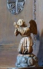 Eglise catholique des Saints-Innocents - Français:   Alsace, Bas-Rhin, Église des Saints-Innocents de Blienschwiller (PA00084626, IA00115160).  Stalles du chœur: Statuette d\'ange orant.