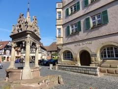 Puits à six seaux -  Alsace, Bas-Rhin, Boersch, Hôtel de Ville (XVIe-XVIIe), 1 place de l'Hôtel de Ville (PA00084631, IA00075463).    Puits aux six seaux (1617): (PA00084634, IM67001437).
