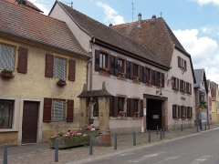 Puits daté de 1605 - This building is indexed in the Base Mérimée, a database of architectural heritage maintained by the French Ministry of Culture,under the reference IA67011179 .