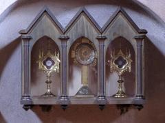 Eglise Sainte-Trophime et quatre statues en bois sculptées - Alsace, Bas-Rhin, Église Saint-Trophime d'Eschau (PA00084707, IA00023089). Petit meuble renfermant les ostensoirs.