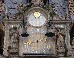 Grandes Boucheries - Français:   Alsace, Bas-Rhin, Molsheim, Ancien siège de corporation des bouchers dit Metzig (1607), place de l\'Hôtel-de-Ville (PA00084794, IA67006169).  Horloge, statues et cloches (XVIe-XVIIe):       This object is indexed in the base Palissy, database of the French furniture patrimony of the French ministry of culture,under the referenceIM67009729. беларуская (тарашкевіца)| brezhoneg| català| Deutsch| English| español| suomi| français| magyar| italiano| македонски| Plattdüütsch| português| українська| +/−