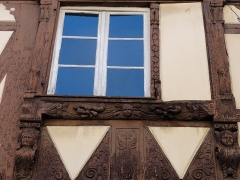 Maison - This building is inscrit au titre des monuments historiques de la France. It is indexed in the base Mérimée, a database of architectural heritage maintained by the French Ministry of Culture,under the references PA00084803   and IA67006168 .