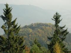 Ruines du château du Frankenbourg - Français:   Vue du château du Frankenbourg (714 m) depuis le rocher du coucou (855 m) à Neubois (Bas-Rhin, France).