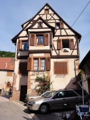 Maison - This building is inscrit au titre des monuments historiques de la France. It is indexed in the base Mérimée, a database of architectural heritage maintained by the French Ministry of Culture,under the references PA00084827   and IA67009966 .