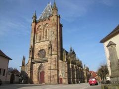 Eglise catholique Saint-Florent -  Alsace, Bas-Rhin, Niederhaslach, Collégiale Saint-Florent: (PA00084831, IA67011296, IA67011295): Vue d'ensemble de la façade occidentale et de la nef sud.