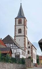 Eglise mixte d'Oberbronn - Le clocher a été rehaussé pour servir de tour de guet car Oberbronn était protégé par des remparts  L\'édifice actuel a été construit en 1404. Le chœur de style gothique a été ajouté à l\'église en 1503. La voûte du chœur, ornée de trois clefs de voûtes, est datée du début du XVIème siècle. Sur le côté nord, une chambre haute, s\'ouvrant par des fenêtres, donne sur le choeur. Il s\'agit probablement d\'une chapelle dédiée à l\'usage des anciens seigneurs. La nef a été réhaussée en 1758, afin de pouvoir construire une deuxième tribune. En 1682, l\'église est devenue simultaneum. Depuis la construction d\'une église catholique, en 1939, elle ne sert plus qu\'au culte luthérien. Extrait du site  www.jds.fr/oberbronn/temple/eglise-protestante-d-oberbron...    Le clocher a été rehaussé pour servir de tour de guet car Oberbronn était protégé par des remparts. Une des portes d\'entrée des anciens remparts a été conservée près du parc des cigognes.  Cette église fait partie du parcours historique de visite du village www.mairie-oberbronn.fr/  www.tourisme-alsace.com/fr/219001403-Circuit-historique-d...