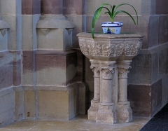 Eglise paroissiale Saint-Pierre-et-Paul -  Alsace, Bas-Rhin, Obernai, Église Saints-Pierre-et-Paul (PA00084850, IA00023930): Bénitier.