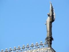 Eglise paroissiale Saint-Pierre-et-Paul -  Alsace, Bas-Rhin, Obernai, Église Saints-Pierre-et-Paul (PA00084850, IA00023930): Statue d'ange sur le faîte.