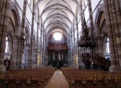 Eglise paroissiale Saint-Pierre-et-Paul -  Alsace, Bas-Rhin, Obernai, Église Saints-Pierre-et-Paul (PA00084850, IA00023930): Vue intérieure de la nef vers la tribune d'orgue.