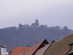 Château du Haut-Koenigsbourg (ou Hohenkoenigsbourg) - Château du Haut-Kœnigsbourg (755 m) depuis Saint-Hippolyte (Haut-Rhin, France).