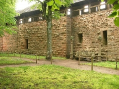 Château du Haut-Koenigsbourg (ou Hohenkoenigsbourg) - Jardin intérieur du château du Haut-Kœnigsbourg à Orschwiller (Bas-Rhin, France).