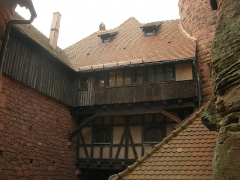Château du Haut-Koenigsbourg (ou Hohenkoenigsbourg) - Porche au château du Haut-Kœnigsbourg à Orschwiller (Bas-Rhin, France).